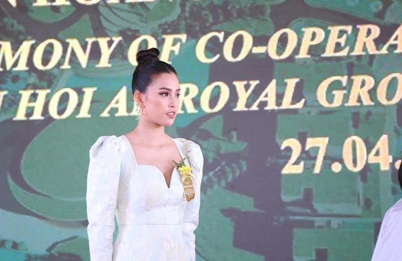 Hoa hậu Tiểu Vy rạng ngời trong lễ khởi công resort 1.900 tỉ  - ảnh 5