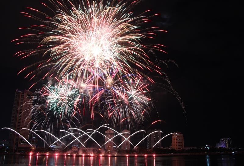 Cực đỉnh pháo hoa Bỉ - Brazil 'so găng' trên sông Hàn - ảnh 2
