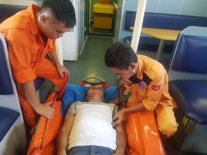 Khẩn cấp cứu 1 người nước ngoài nguy kịch ở vùng biển Hoàng Sa - ảnh 2