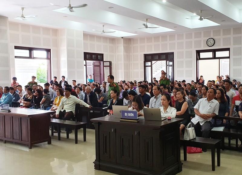 Gần 300 người bức xúc khi đại diện Bách Đạt An không đến tòa - ảnh 1