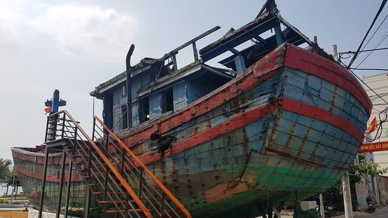 Mũi tàu cá bị tàu Trung Quốc đâm chìm vẫn hướng ra biển Đông - ảnh 5