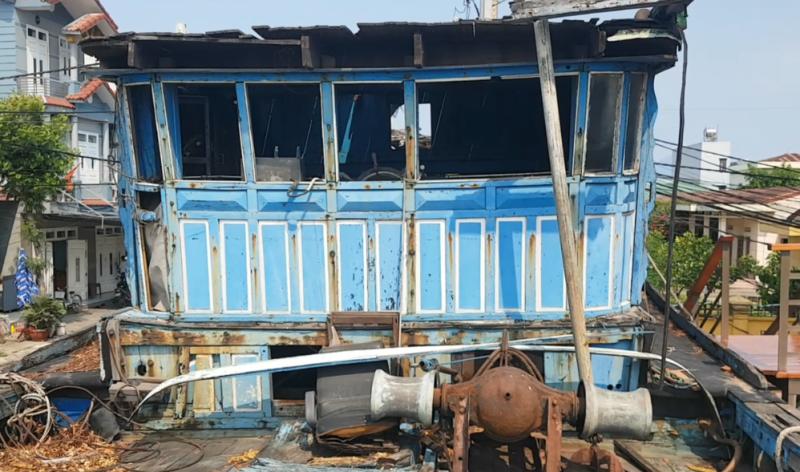Mũi tàu cá bị tàu Trung Quốc đâm chìm vẫn hướng ra biển Đông - ảnh 7