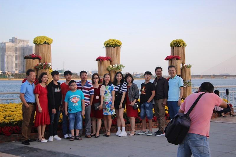 Trẩy hội trên đường hoa tết hơn 6 tỉ đồng ở Đà Nẵng - ảnh 9
