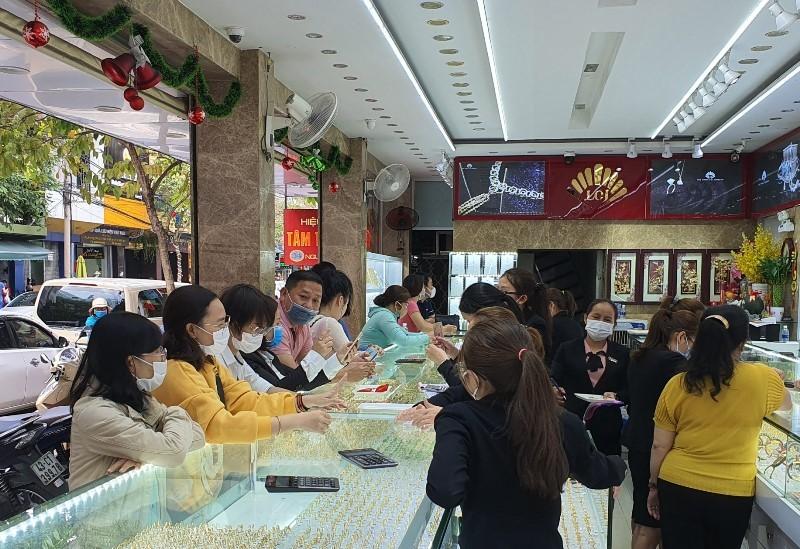 Đà Nẵng: Bịt kín khẩu trang đi mua vàng ngày vía Thần Tài - ảnh 1