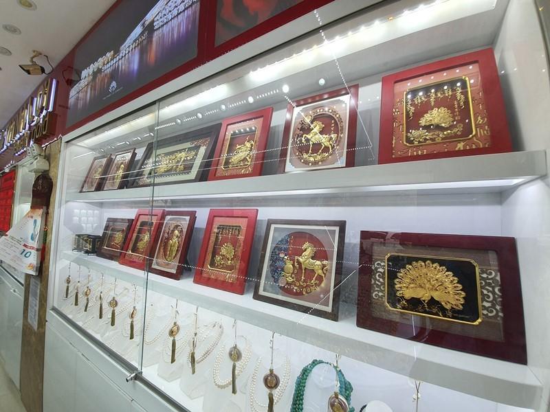 Đà Nẵng: Bịt kín khẩu trang đi mua vàng ngày vía Thần Tài - ảnh 2