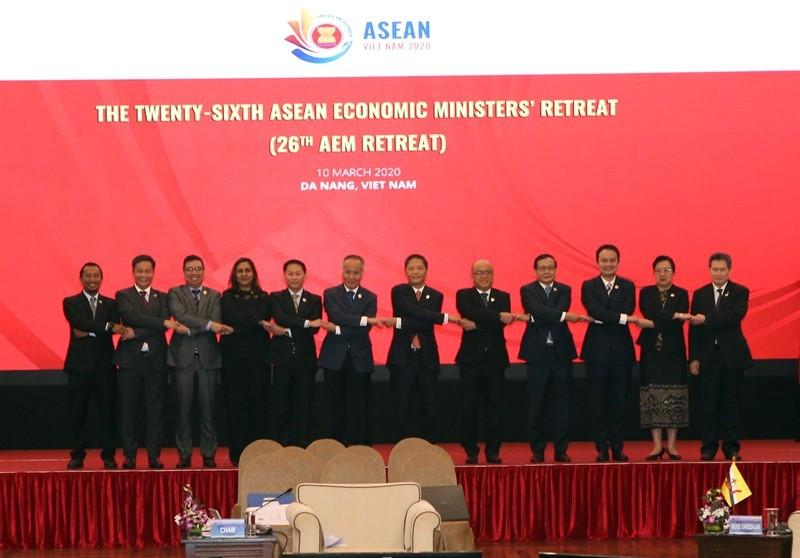 Các bộ trưởng ASEAN tuyên bố tăng cường phục hồi kinh tế  - ảnh 1