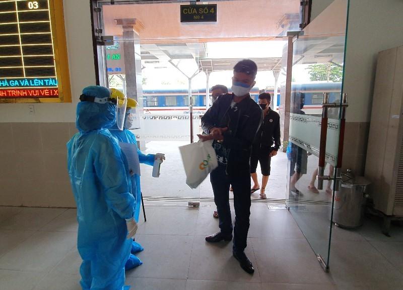 Người từ Hà Nội, TP.HCM về Đà Nẵng bị cách ly, thu phí - ảnh 1