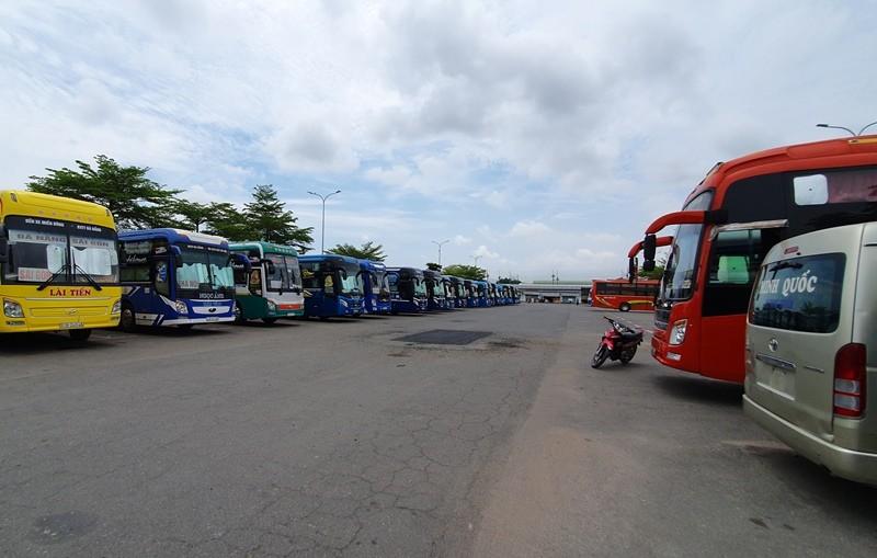 Bến xe, sân bay Đà Nẵng vắng lặng ngày đầu nới cách ly - ảnh 1