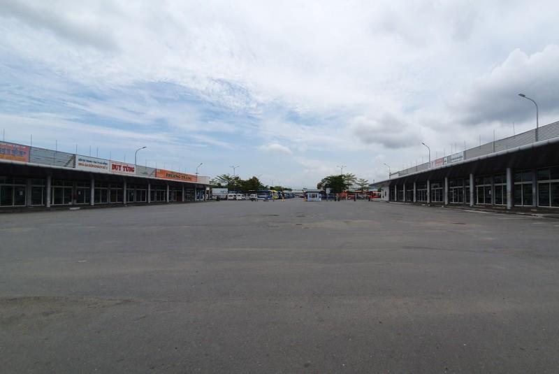 Bến xe, sân bay Đà Nẵng vắng lặng ngày đầu nới cách ly - ảnh 5