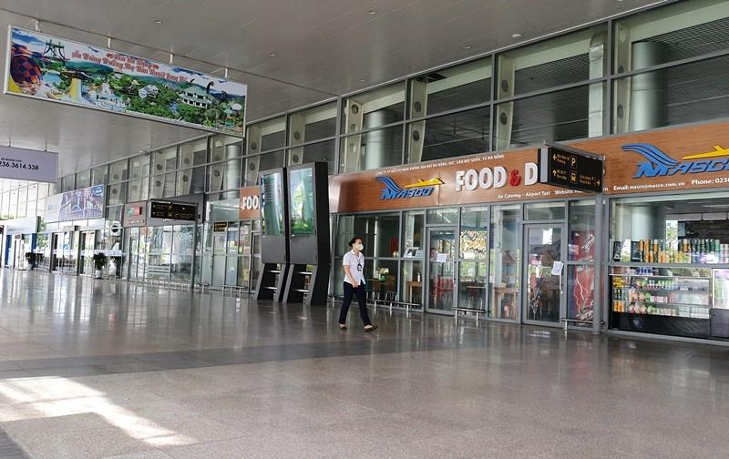 Bến xe, sân bay Đà Nẵng vắng lặng ngày đầu nới cách ly - ảnh 6