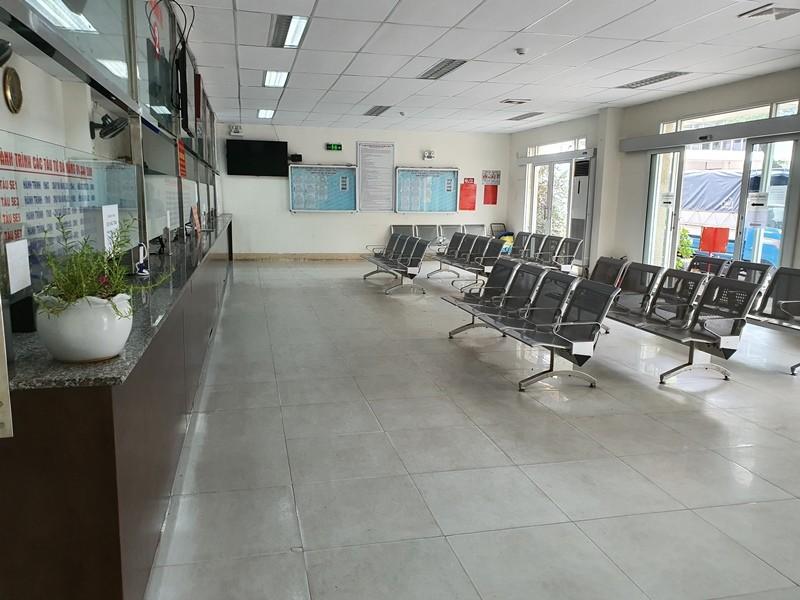 Bến xe, sân bay Đà Nẵng vắng lặng ngày đầu nới cách ly - ảnh 8