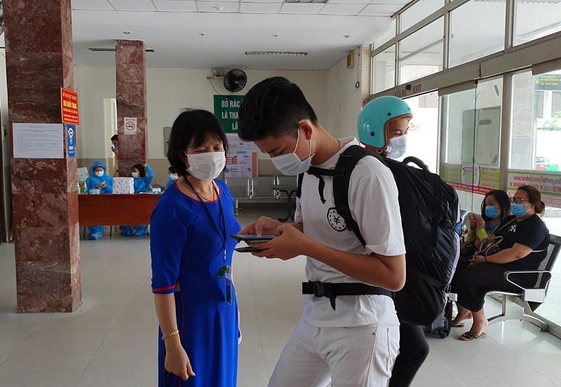 Bến xe, sân bay Đà Nẵng vắng lặng ngày đầu nới cách ly - ảnh 9
