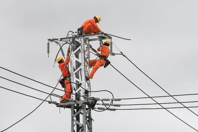 Tiền điện tăng 33 lần, 2 lãnh đạo điện lực bị đình chỉ  - ảnh 1