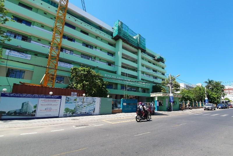 Đà Nẵng: Phong tỏa 3 bệnh viện, cách ly 6 quận từ 0 giờ 28-7 - ảnh 1