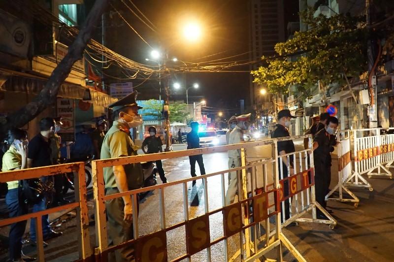 Cảnh phong tỏa không người dân Đà Nẵng nào từng mong muốn - ảnh 7