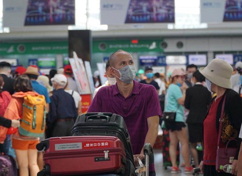 Cách nào đưa hơn 400 du khách mắc kẹt tại Đà Nẵng về quê? - ảnh 1