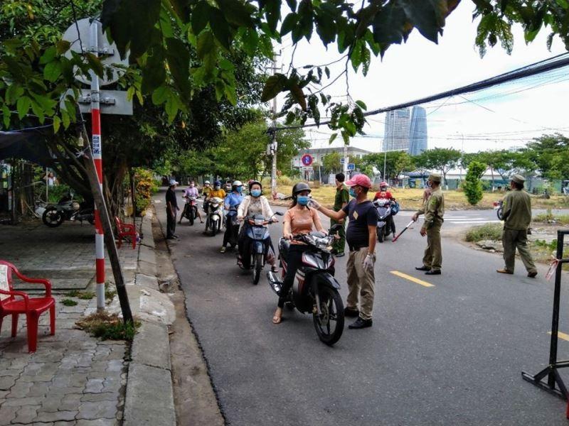 Đà Nẵng: Quân đội phun khử khuẩn toàn quận Sơn Trà chiều 3-8 - ảnh 7