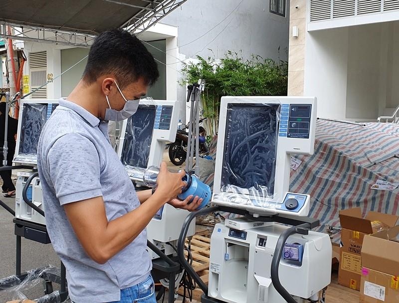 Thêm 5 máy thở hiện đại gần 3 tỉ đồng trao cho BV Đà Nẵng - ảnh 2
