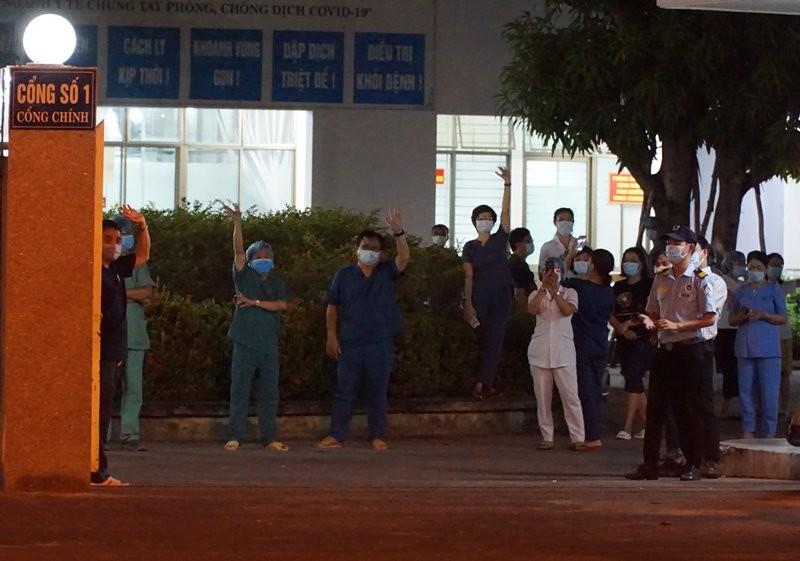 Vỡ òa khoảnh khắc Bệnh viện C không còn phong toả - ảnh 2