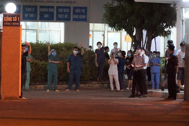 Mở cửa Bệnh viện C Đà Nẵng và tâm thư lúc 0 giờ - ảnh 1
