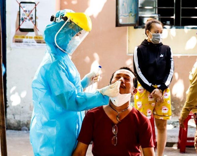 Lấy hơn 400 mẫu xét nghiệm liên quan 2 ca COVID-19 ở Đà Nẵng   - ảnh 2
