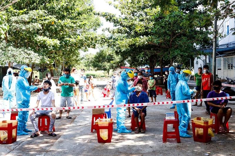 Lấy hơn 400 mẫu xét nghiệm liên quan 2 ca COVID-19 ở Đà Nẵng   - ảnh 5