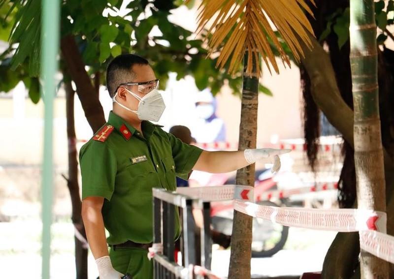 Lấy hơn 400 mẫu xét nghiệm liên quan 2 ca COVID-19 ở Đà Nẵng   - ảnh 7