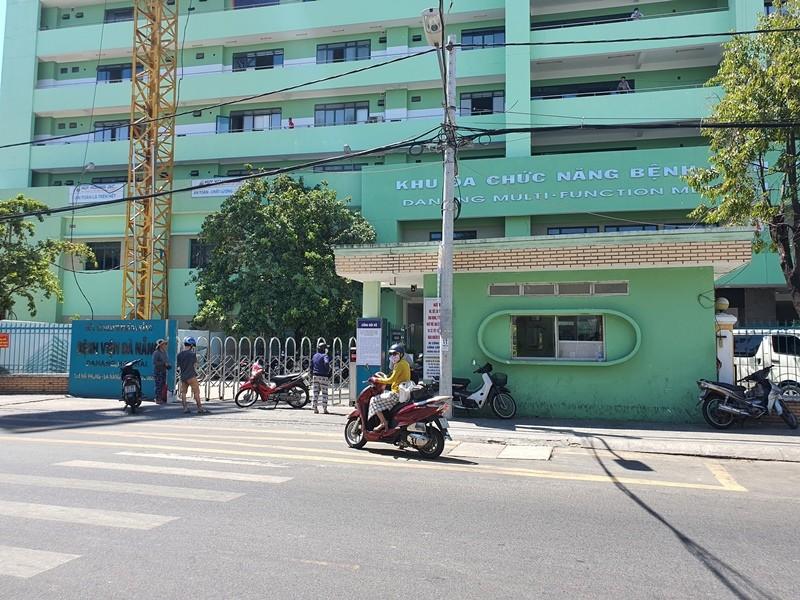 Khẩn trương di chuyển bệnh nhân, làm sạch Bệnh viện Đà Nẵng - ảnh 1