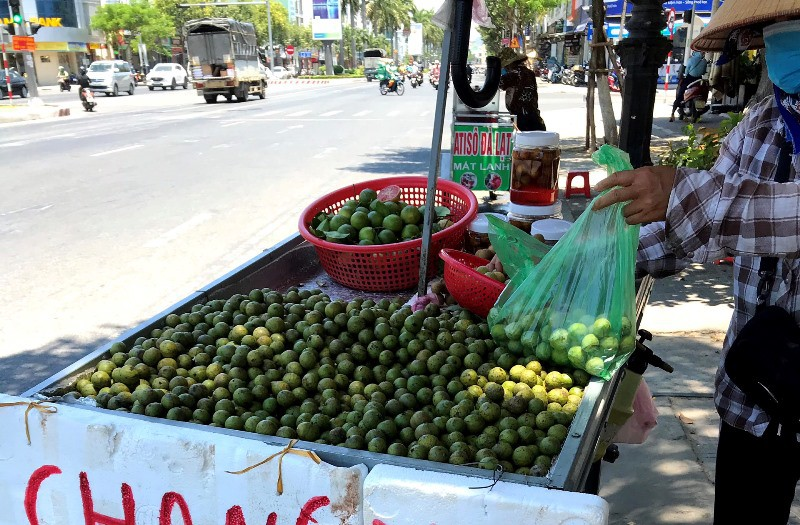 Chủ tịch Đà Nẵng: Xử nghiêm hàng rong bán giữa mùa COVID-19 - ảnh 1