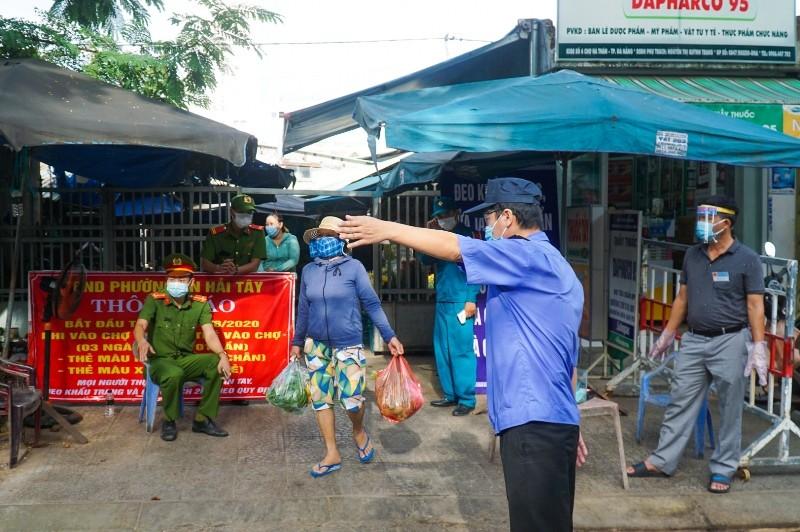 Đà Nẵng: Người đi chợ mắc COVID-19 chưa rõ nguồn lây, có 39 F1 - ảnh 1