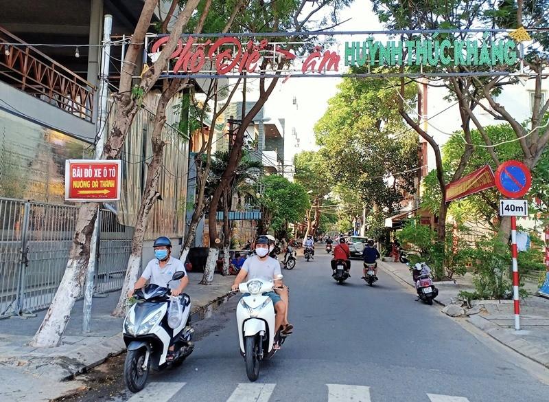 Người dân Đà Nẵng hồ hởi đi mua đồ ăn mang về - ảnh 5