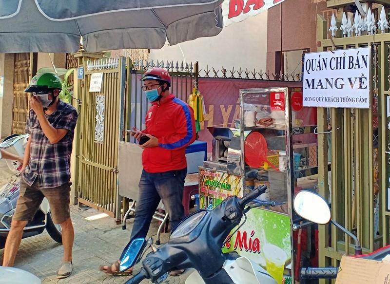 Người dân Đà Nẵng hồ hởi đi mua đồ ăn mang về - ảnh 8