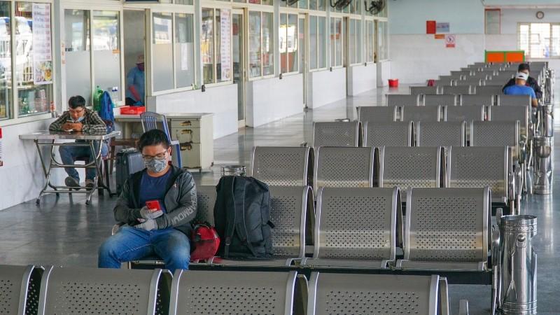 Đà Nẵng: Bến xe, nhà ga thưa vắng trong ngày đầu đón khách lại - ảnh 2