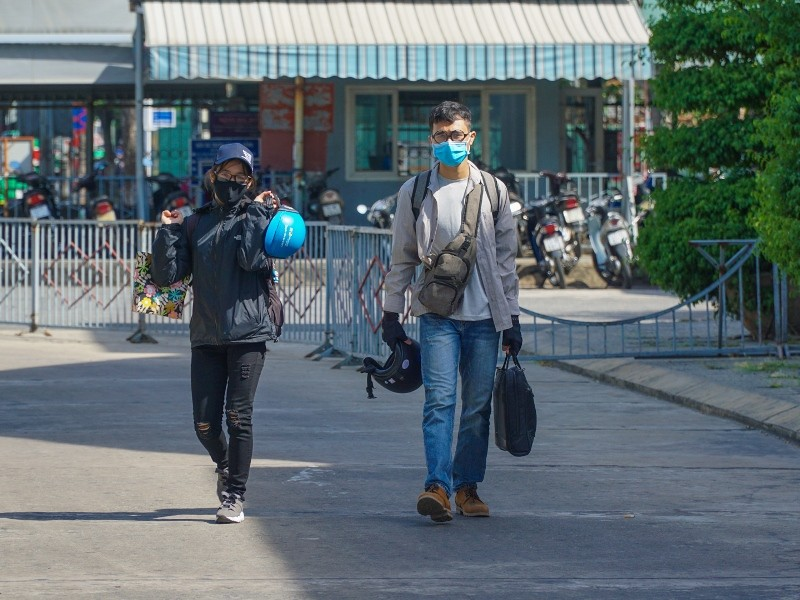 Đà Nẵng: Bến xe, nhà ga thưa vắng trong ngày đầu đón khách lại - ảnh 1