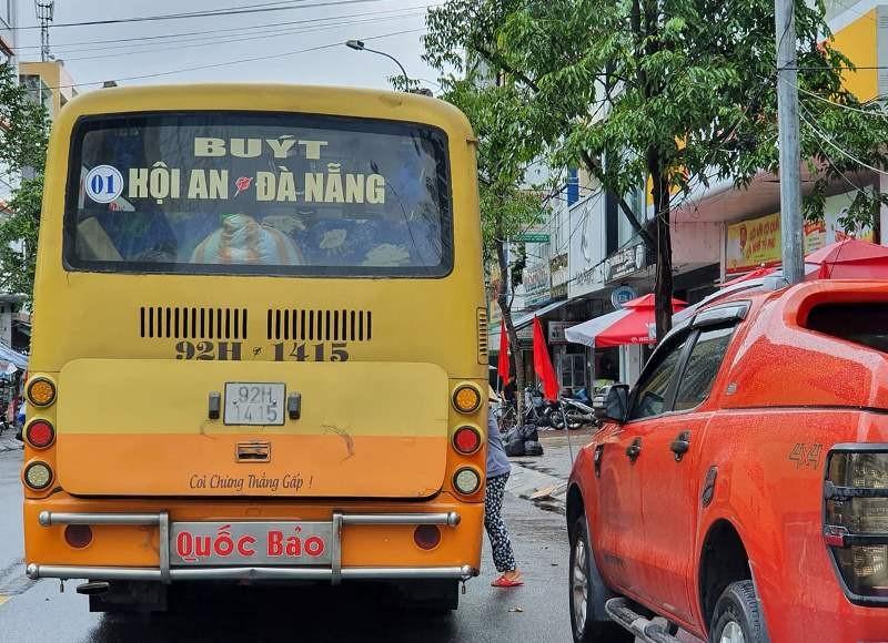 Mặc lệnh cấm, xe buýt vẫn chạy vào nội thành Đà Nẵng - ảnh 1