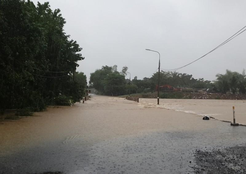 'Rốn lũ' Đại Lộc - Quảng Nam: 1.700 nhà ngập sâu, 1 người chết - ảnh 2
