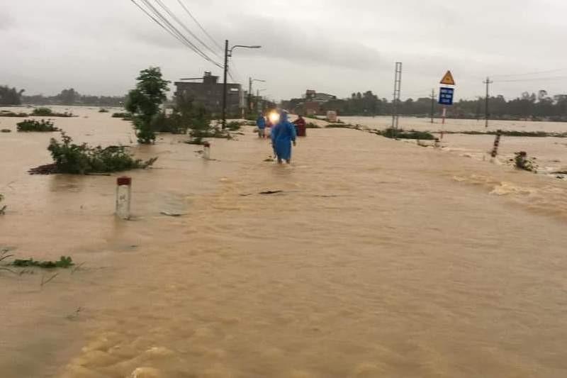 'Rốn lũ' Đại Lộc - Quảng Nam: 1.700 nhà ngập sâu, 1 người chết - ảnh 1