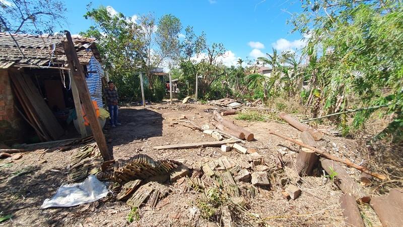 Bạn đọc báo Pháp Luật TP.HCM sẽ dựng lại những căn nhà sau bão - ảnh 1