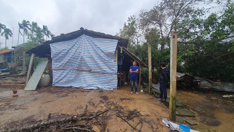 Trao 70 triệu đồng cho bà con Duy Xuyên dựng lại nhà sau bão   - ảnh 4