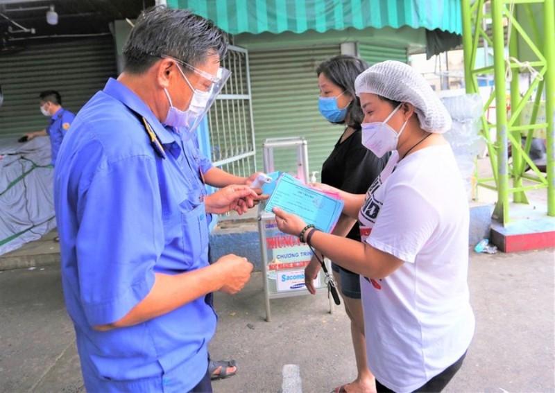 COVID-19: Đà Nẵng phát 'thẻ đi chợ', dừng tàu thủy chở khách - ảnh 1