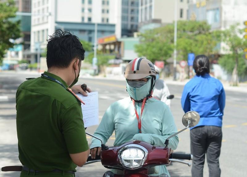 Đà Nẵng linh động xét giấy đi đường của người dân trong ngày cuối tuần - ảnh 6