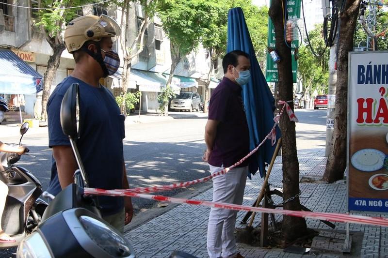 Hàng quán được bán mang về, Đà Nẵng tấp nập ngày đầu mở cửa lại - ảnh 6