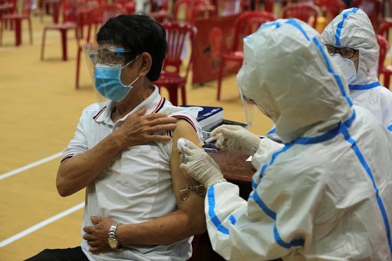 Chủ tịch Đà Nẵng: Vaccine là tiêu chí hàng đầu để xem xét cấp thẻ xanh - ảnh 1