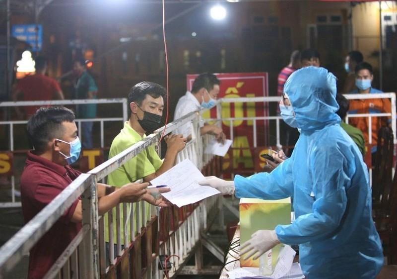 Đà Nẵng nhận đến 200 đơn của người dân xin ra khỏi TP mỗi ngày - ảnh 1