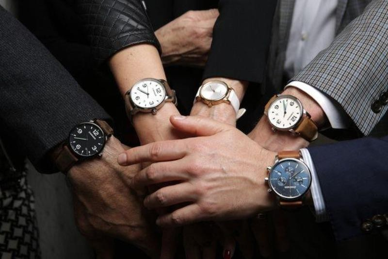 Bán đồng hồ, Thế giới Di động bỏ túi chục tỉ mỗi tháng  - ảnh 1