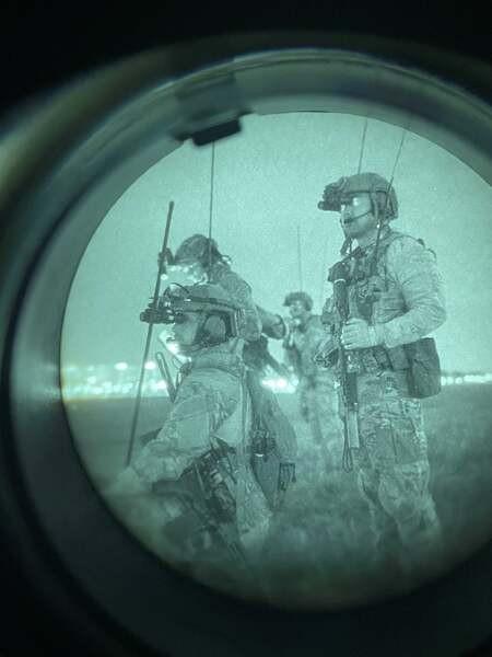 Lính Mỹ diễn tập tấn công các cơ sở trọng yếu ở Triều Tiên - ảnh 1