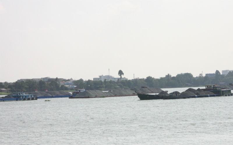 Sập cầu Ghềnh, tàu, sà lan ùn tắc trên sông Đồng Nai - ảnh 1