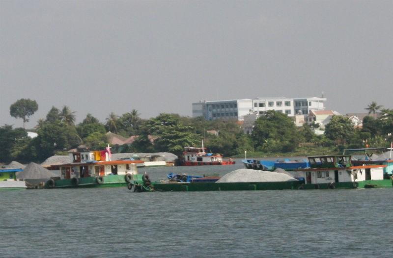 Sập cầu Ghềnh, tàu, sà lan ùn tắc trên sông Đồng Nai - ảnh 2
