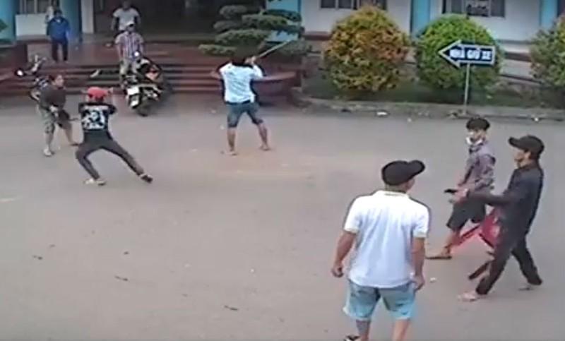 Hàng chục thanh niên truy sát tại bệnh viện - ảnh 2
