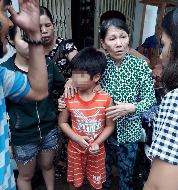 Bé 8 tuổi bị người lạ dụ chở đi để lấy điện thoại - ảnh 1